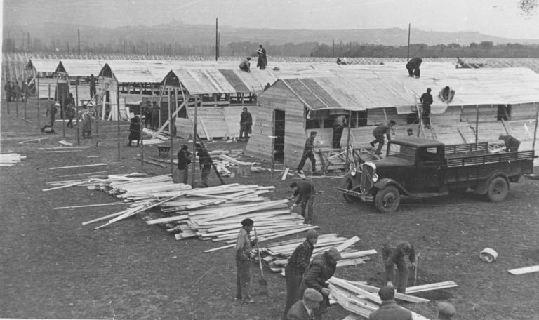 Construction du camp de bram 1939  photographe rougé