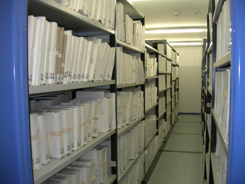 1 Phv 2/1 Carcassonne. - Bâtiment et équipe des Archives départementales 41 avenue Claude Bernard.Vues intérieures, 2006-2010. Magasins de stockage des documents : rayonnages mobiles.