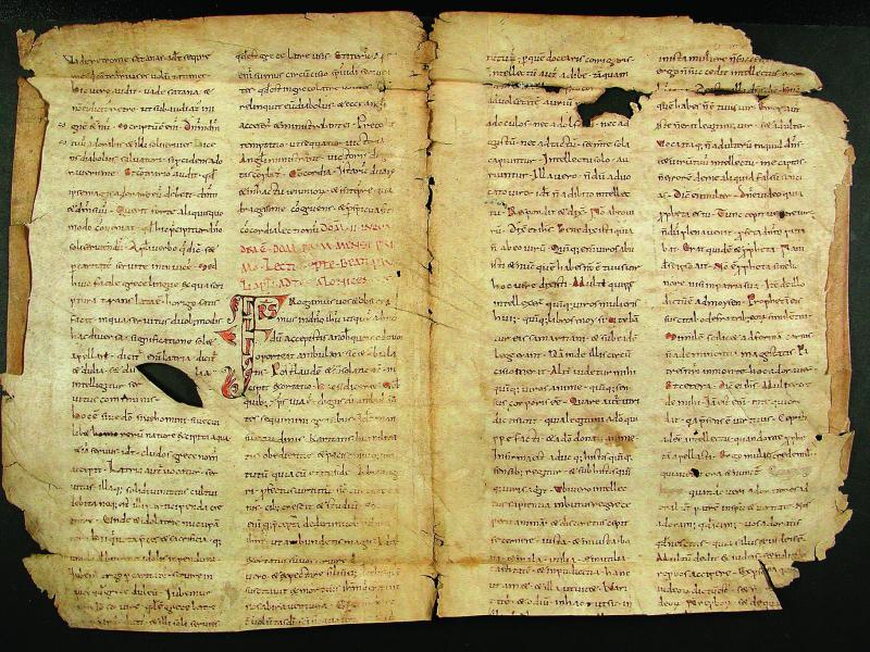 Fragment d'un épistolier.s.d. [fin XIIe s.] 1 p. parchemin. Trouvé au cours d'un tri : couverture d'un registre de notaire, 1984.